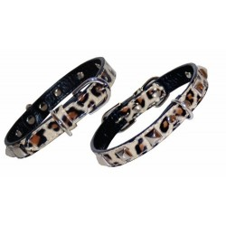 Collar leopardo con decoracion metal.